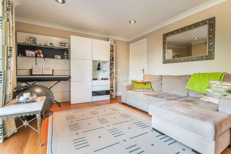 1 Bedroom Flat for sale in Conifer Court, Inner Park Road, SW19