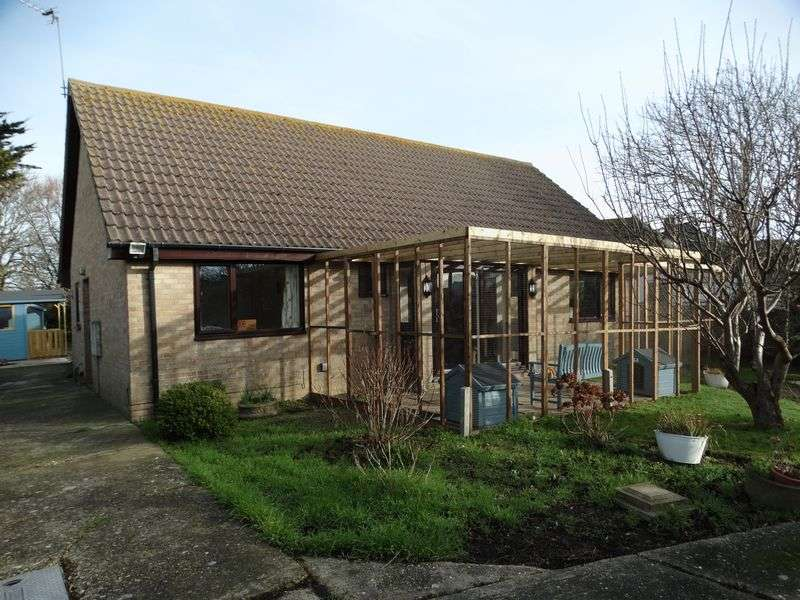 3 Bedrooms Detached Bungalow for sale in Park Lane, Chichester