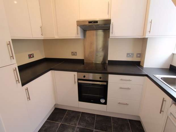 2 Bedrooms Flat for sale in Anerley Road, Westcliff on Sea, Essex