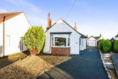2 Bedrooms Bungalow for sale in Bryn View Road, Penrhyn Bay, Llandudno, Conwy, LL30