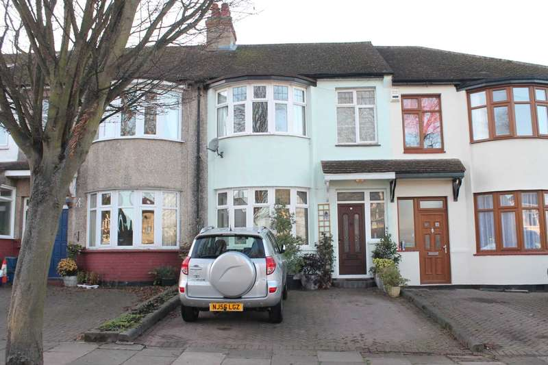 3 Bedrooms Terraced House for sale in Rochester Drive, Westcliff On Sea