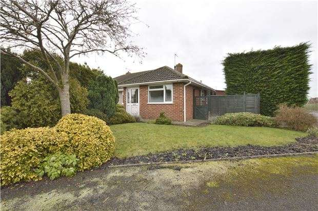 3 Bedrooms Semi Detached Bungalow for sale in Berwick Road, Bishops Cleeve, CHELTENHAM, Gloucestershire, GL52 8BP