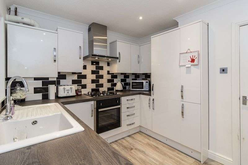 4 Bedrooms Detached Bungalow for sale in Holyrood Drive, Minster On Sea
