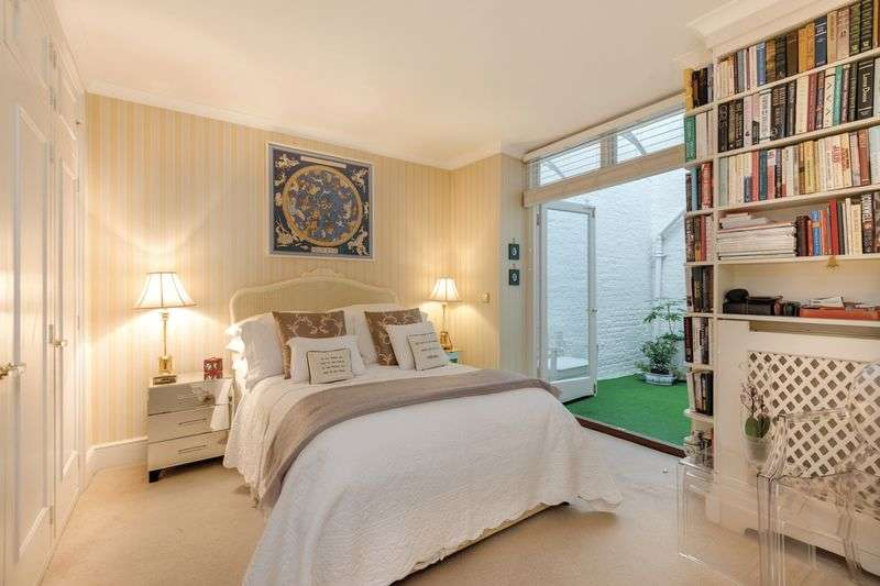 1 Bedroom Flat for sale in Redcliffe Square, SW10