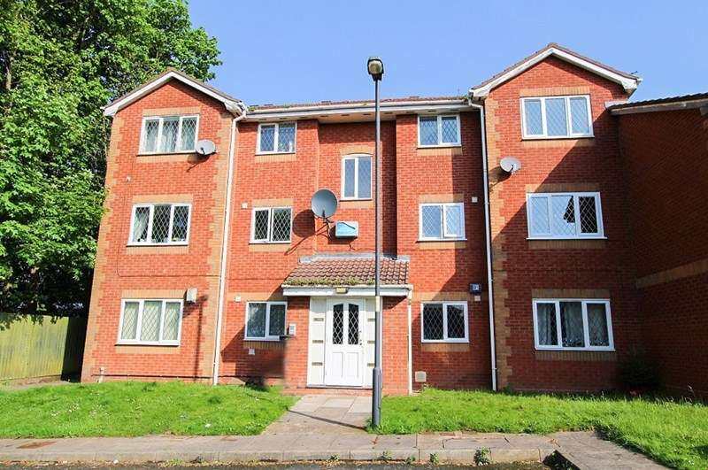 2 Bedrooms Flat for sale in Signal Grove, Bloxwich, Walsall