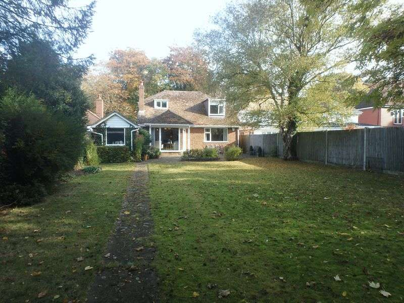 4 Bedrooms Detached House for sale in Reigate Road, Epsom