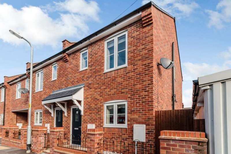 2 Bedrooms Semi Detached House for sale in Cecil Street, Watford, WD24