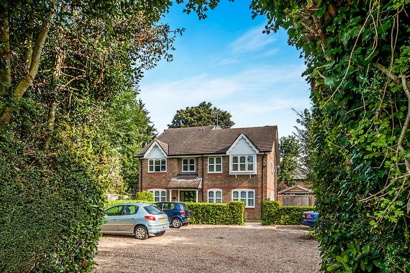 1 Bedroom Flat for sale in Foxlands Close, Leavesden, Watford, WD25