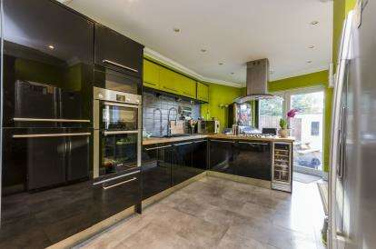 3 Bedrooms Semi Detached House for sale in Portchester, Fareham, Hampshire