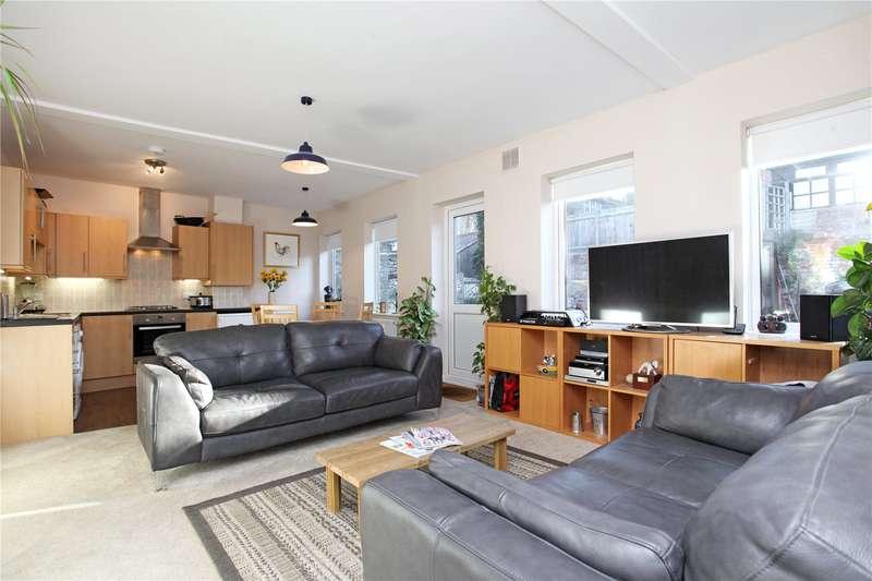 2 Bedrooms Flat for sale in High Street, Dorking, Surrey, RH4