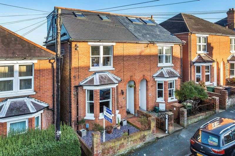 4 Bedrooms Semi Detached House for sale in Town Centre