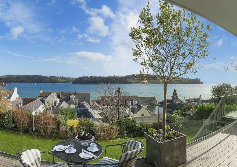 5 Bedrooms Detached House for sale in Central St Mawes