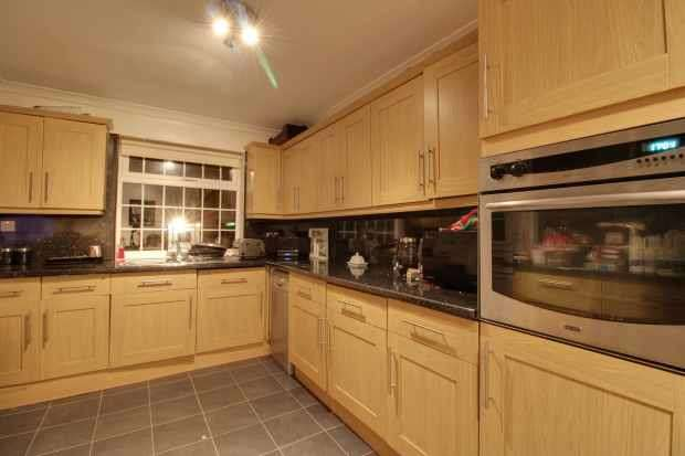 3 Bedrooms Semi Detached House for sale in Barkwood Road, Rowlands Gill, Tyne And Wear, NE39 2LE
