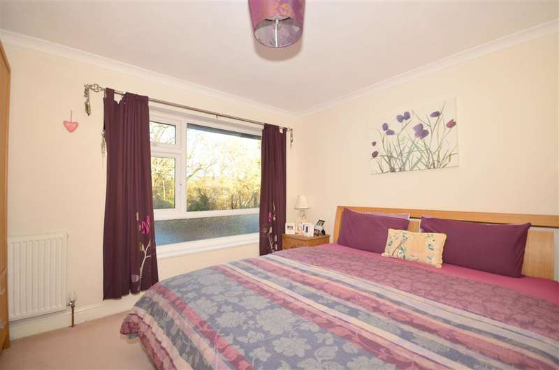 2 Bedrooms Ground Maisonette Flat for sale in Hailey Place, Cranleigh, Surrey
