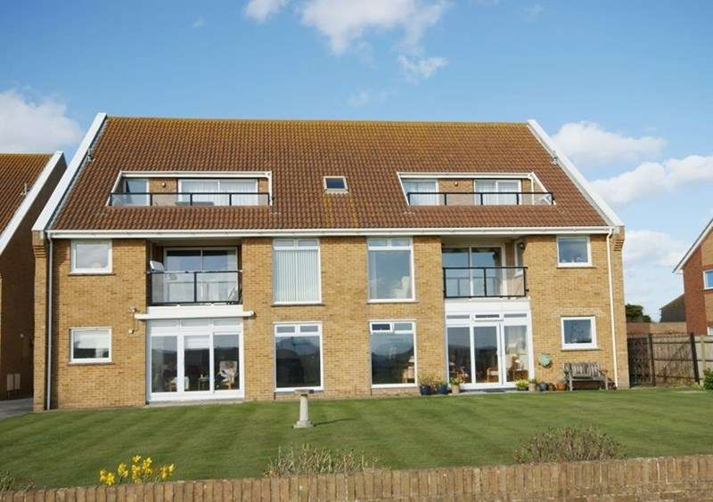 3 Bedrooms Penthouse Flat for sale in Sea Road, Milford On Sea, Lymington