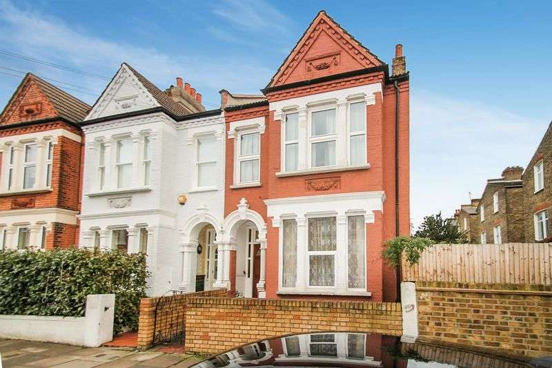 5 Bedrooms Semi Detached House for sale in MOORCROFT ROAD