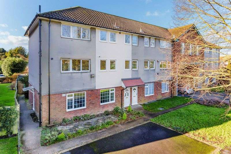 2 Bedrooms Flat for sale in Avenue Road, Banstead
