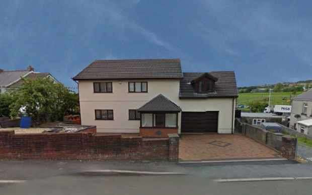 4 Bedrooms Detached House for sale in Black Lion Road, Llanelli, Carmarthenshire, SA14 6RS