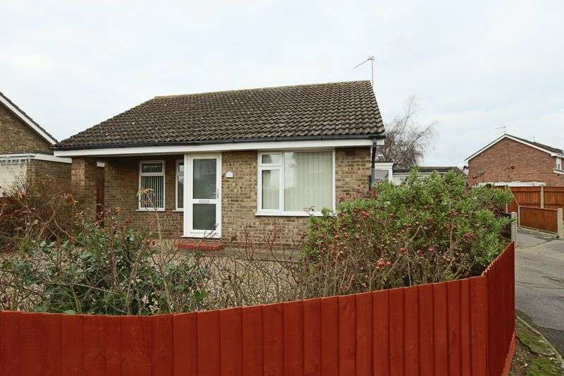 3 Bedrooms Bungalow for sale in Damask Close, Lowestoft