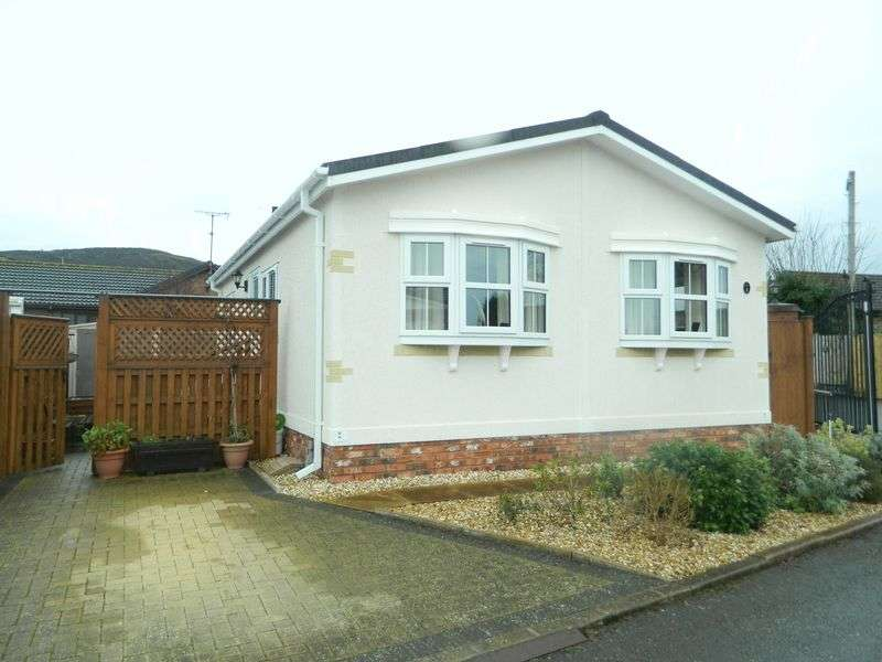 2 Bedrooms Detached Bungalow for sale in St. James Drive, Prestatyn