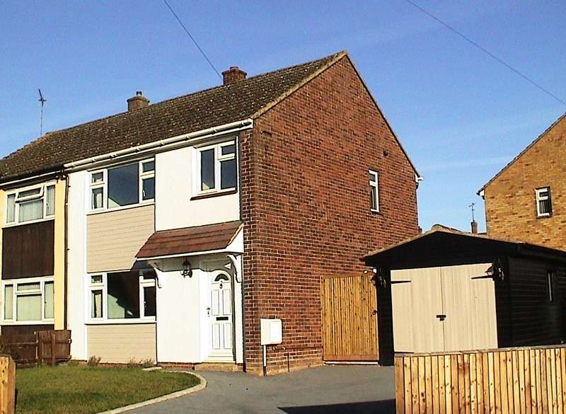 3 Bedrooms Semi Detached House for sale in Western Avenue, Buckingham, Buckinghamshire, MK18