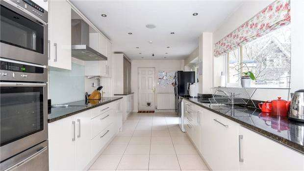 4 Bedrooms Detached House for sale in Heathermount Drive, Crowthorne, Berkshire