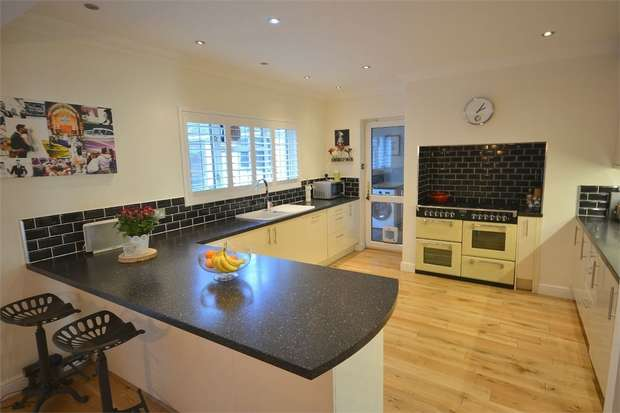 3 Bedrooms Detached House for sale in Queens Park Avenue, Queens Park, Bournemouth