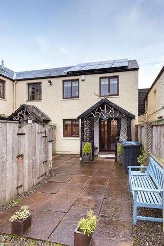 2 Bedrooms Cottage House for sale in Ettrick Bridge, Ettrick Valley, Selkirk, Borders, TD7 5JN
