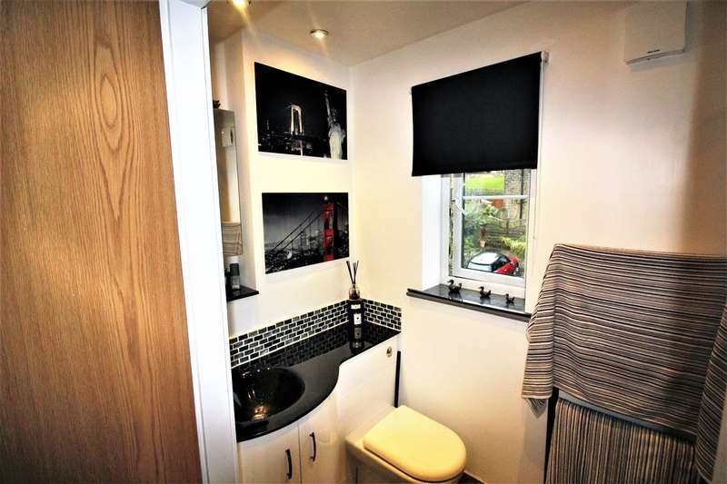 2 Bedrooms Penthouse Flat for sale in Beechwood Fold, Off Stainland Road, Halifax