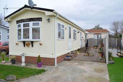 2 Bedrooms Bungalow for sale in New Road, Bournemouth, Dorset