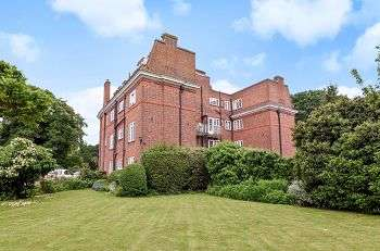 1 Bedroom Flat for sale in Hollington Court, High Street, Chislehurst, Kent, BR7 5AJ