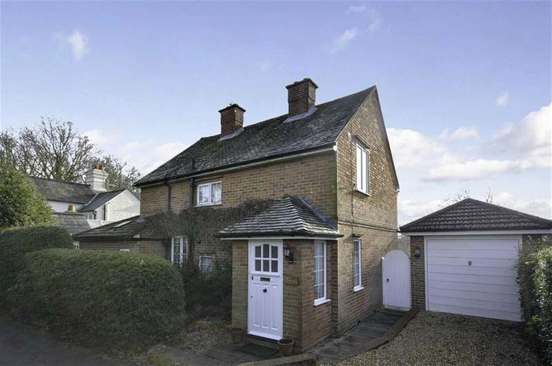 3 Bedrooms Property for sale in Aveley Lane, Farnham