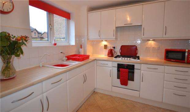 4 Bedrooms Detached House for sale in Calshot Way, Frimley, Camberley