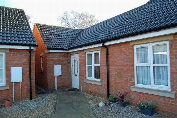 2 Bedrooms Semi Detached Bungalow for sale in Taylor Avenue, Abington, Northampton NN3 2DD