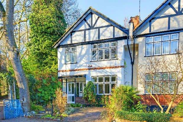 4 Bedrooms Unique Property for sale in Priory Gardens, Highgate, N6