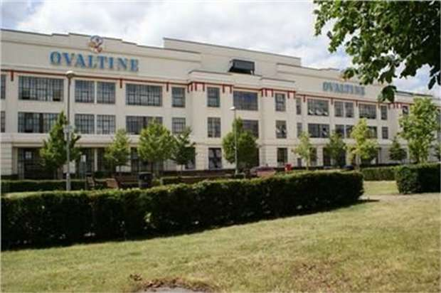 3 Bedrooms Flat for sale in Ovaltine Court, Ovaltine Drive, Kings Langley, Hertfordshire
