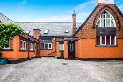 2 Bedrooms Terraced House for sale in School House Cottages, Berwick Road, Little Sutton, Ellesmere Port, CH66