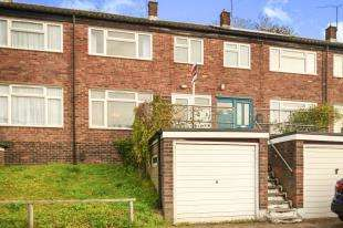 3 Bedrooms Terraced House for sale in Farningham Road, Caterham, Surrey