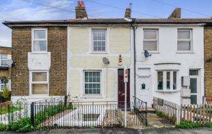 3 Bedrooms Terraced House for sale in Oval Road, Croydon