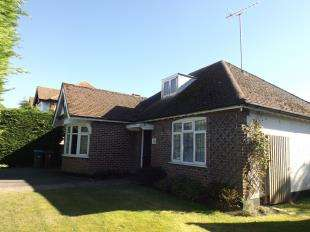 2 Bedrooms Bungalow for sale in Felpham Way, Felpham, Bognor Regis, West Sussex