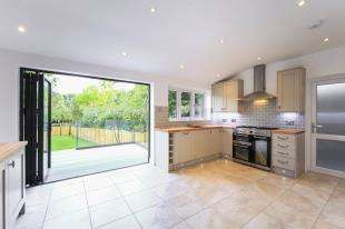 3 Bedrooms Detached House for sale in Pollards Hill South, London