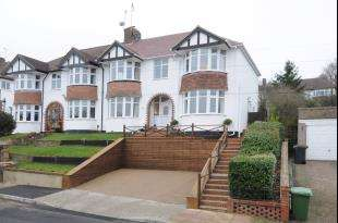 4 Bedrooms Semi Detached House for sale in Wood Lodge Lane, West Wickham, Kent