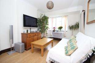 2 Bedrooms Flat for sale in The Maisonettes, Alberta Avenue, Cheam, Sutton