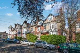 1 Bedroom Flat for sale in Madeira Park, Tunbridge Wells, Kent
