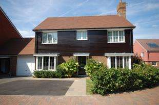 4 Bedrooms Detached House for sale in Sand Ridge, Ridgewood, Uckfield, East Sussex
