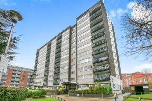 3 Bedrooms Flat for sale in Greenwich Heights, Master Gunner Place, London