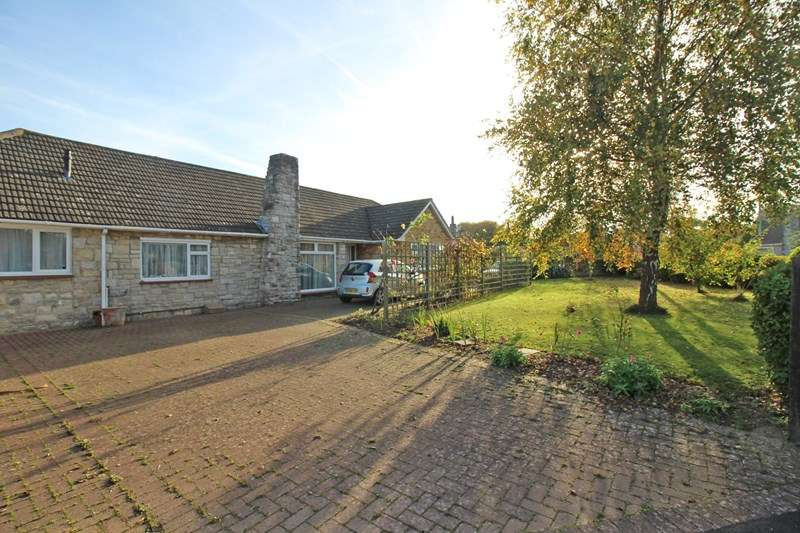 4 Bedrooms Detached Bungalow for sale in Knowland Drive, Milford On Sea, Lymington