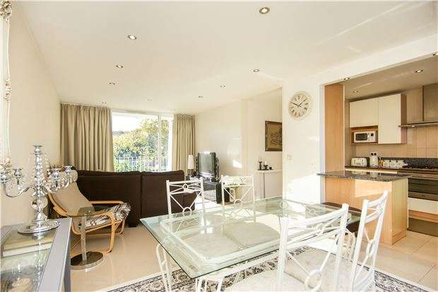 2 Bedrooms Flat for sale in Kingsmere Court, Salmon Street, KINGSBURY, NW9 8PX