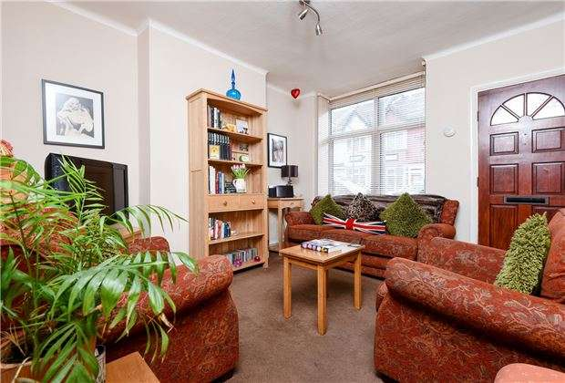 3 Bedrooms Terraced House for sale in Ashtree Avenue, Mitcham, Surrey, CR4
