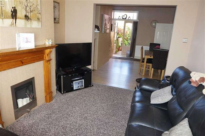 3 Bedrooms Property for sale in Portland Street, Darwen, Lancashire
